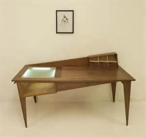 mobilier de bureau contemporain le bureau penché pour créatif par simon cabrol