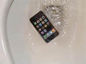 phone fell in toilet just dropped phone in toilet macrumors forums