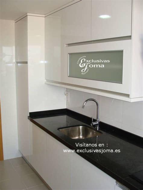 realizacion de muebles de cocina en blanco alto brillo