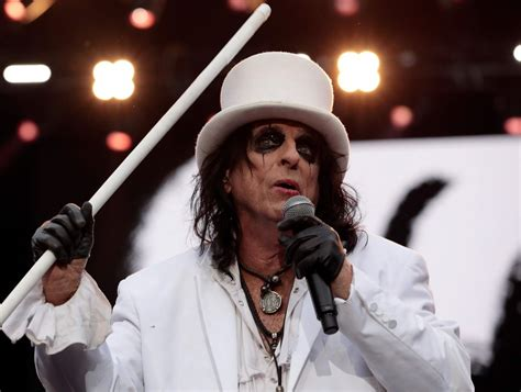 Alice Cooper Launches Line of Hot Sauce
