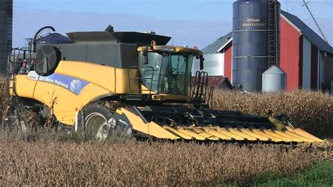 Drake Farms  New Holland Cr9060 Combine On 10192013