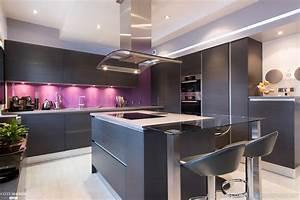 cuisine ouverte melangeant le noir et la couleur claire With couleur peinture salle À manger pour petite cuisine Équipée