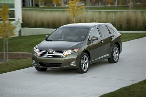 toyota introduces   venza