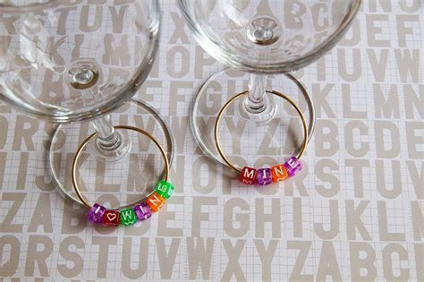 custom wine glass labels  personalize  drinks