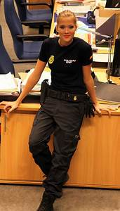 spanish police woman | Spanish National Police agent image ...