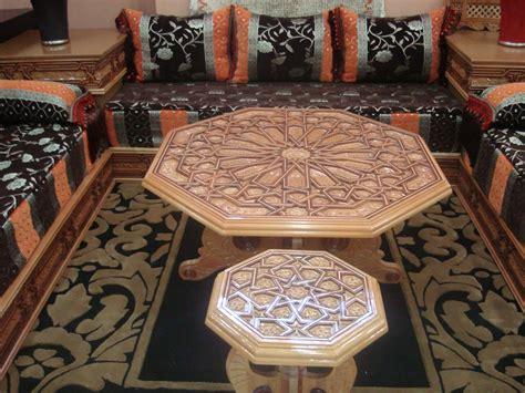 salon marocain moderne avec tables en bois salons marocains