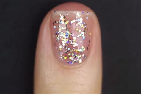You've Been Applying Glitter Nail Polish Wrong Your Entire
