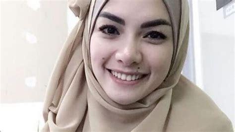 Hijrah Nikita Mirzani Tak Ada Niat Jauhi Teman Gaul