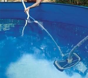 Accessoire Piscine Hors Sol : les accessoires d 39 entretien pour piscines hors sol ~ Dailycaller-alerts.com Idées de Décoration