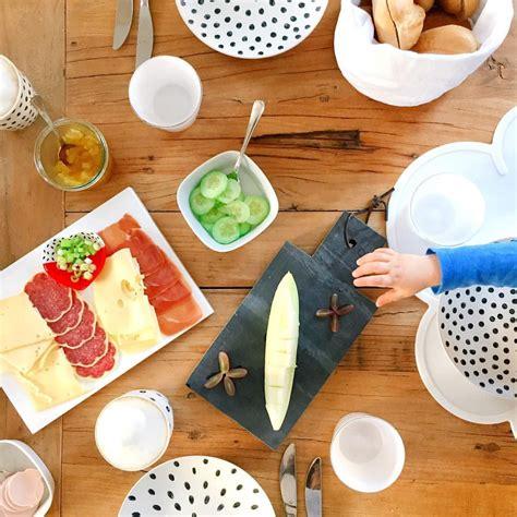 Tisch Für Das Frühstück Decken  Gäste Empfangen