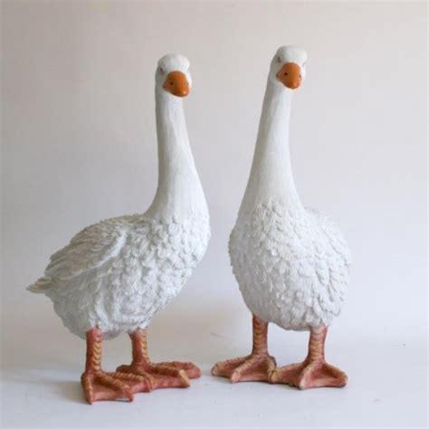gartenfiguren aus kunststoff gartenfiguren kaufen deko g 228 nse lebensgro 223 e g 228 nsegartenfigurenkaufen de