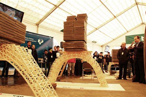 un puente realizado con palillos de helado aguanta 909 kilos de peso obras p 250 blicas