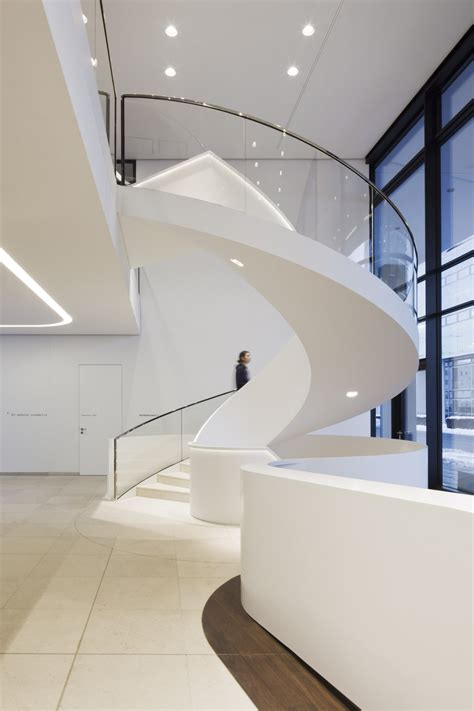 Magnificent Modern Circular Staircase Design With Drop