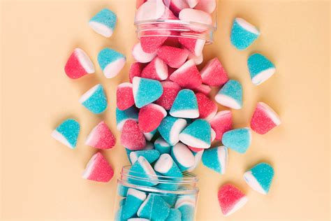 [clicktotweet tweet=gender reveals with a sense of humor share interests of mom and dad, adding meaningful personalization. Six Sweet Food Ideas for Your Gender Reveal Party | Candy Club
