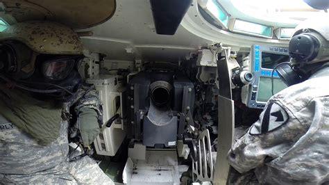 le chargement du canon d un char m1 abrams