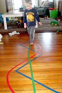 Indoor Aktivitäten Kinder : 2 simple tape activities what to do with just some lines of tape spiel idee ~ Eleganceandgraceweddings.com Haus und Dekorationen