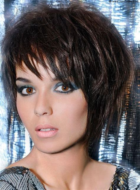 fashionable hot hairstyle short layered straight