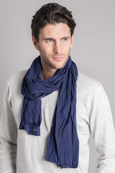 place insert wear it well four ways to wear a 39 s scarf style