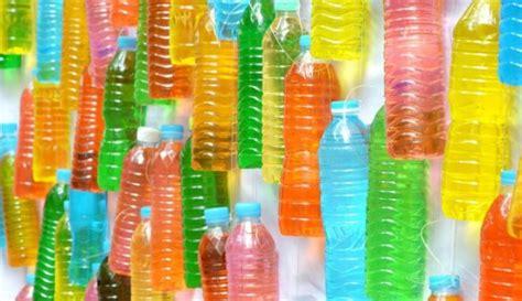 Neparastas idejas, kā izmantot plastmasas pudeles - DELFI