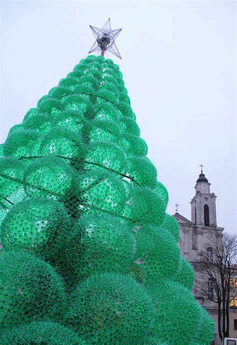 christmas tree made of 32 000 recycled bottles bored panda