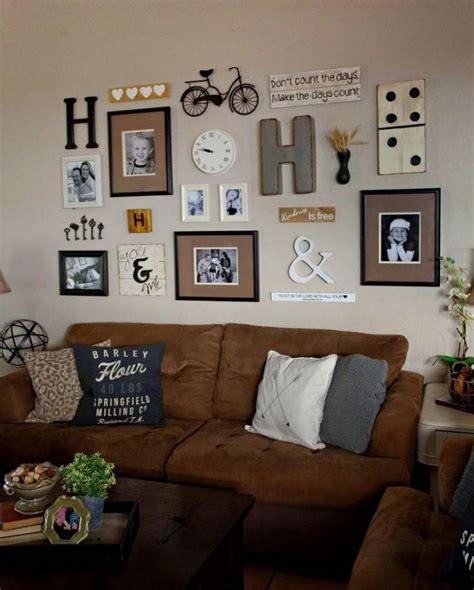 Wandgestaltung Mit Bilderrahmen by Familienfotos In Bilderrahmen Und Andere Kleine
