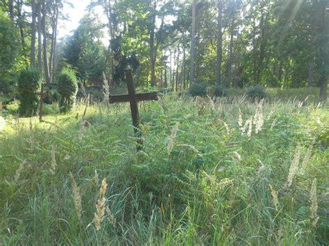 Aculiecinieks: Jēkabpils pilsētas kapos krusti un kapu ...