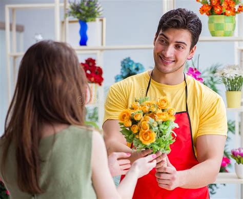florist selling flowers   flower shop stock image