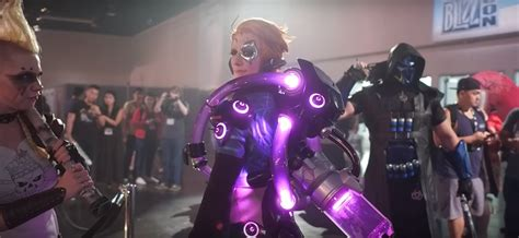 epic moira cosplay wins   blizzcon  crowd ungeek