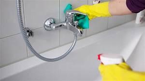 Hartnäckigen Kalk Entfernen : hausmittel gegen kalk an der duschwand abdeckung ablauf dusche ~ One.caynefoto.club Haus und Dekorationen