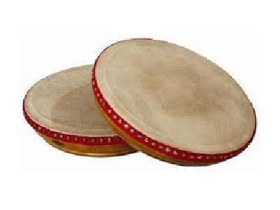 Merupakan alat musik tradisional khas sumatra selatan, alat musik tradisional ini digunakan digendong didepan gendang ini digunakan untuk mengiringi penampilan mak yong yang sangat terkenal di daerah riau. 3 Alat Musik Tradisional Bangka Belitung - TradisiKita