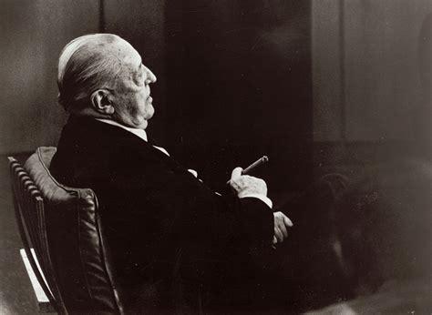 Ludwig Mies Van Der Rohe  Designer Dedece