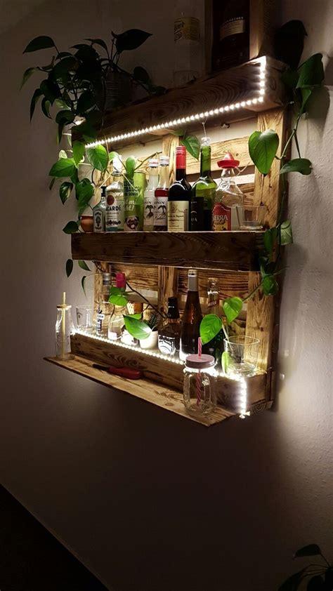 Einrichtung Kleiner Kuechekleine Kueche Mit Beleuchteter Theke Aus Glassteine by Palettenregal Bar Aus Paletten Mit Led Beleuchtung Holz