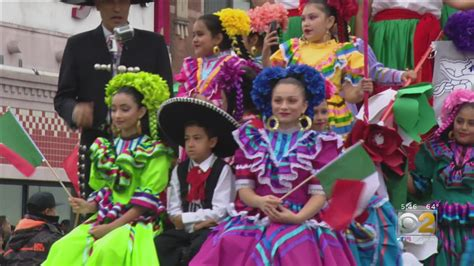 Crowd Turns Out for Mexican Independence Day Parade – CBS ...