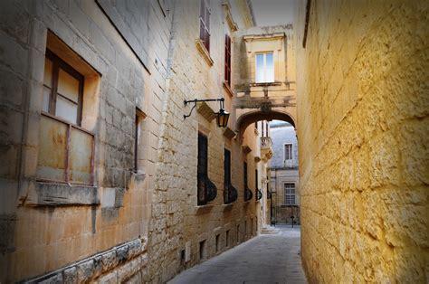 properties  sale  mdina malta pierre faure real estate