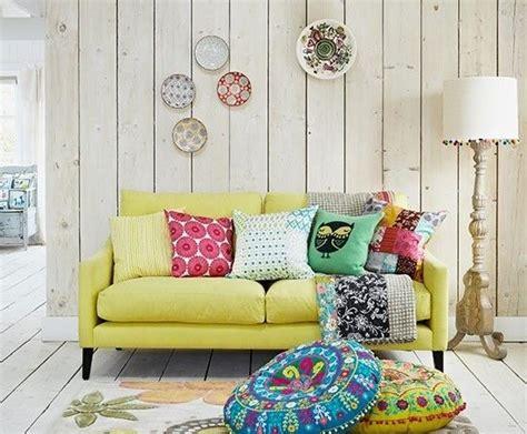 canape classique 20 salons avec un canapé jaune joli place