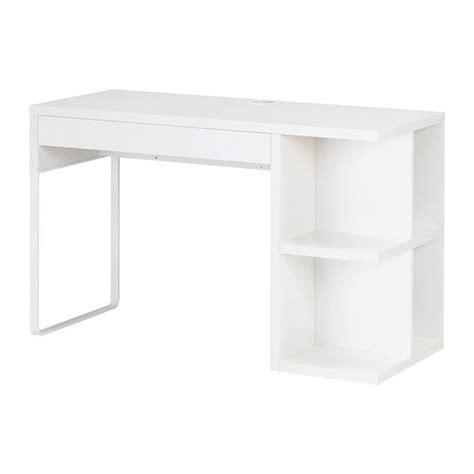 bureau micke blanc micke bureau avec rangement intégré ikea prises et câbles