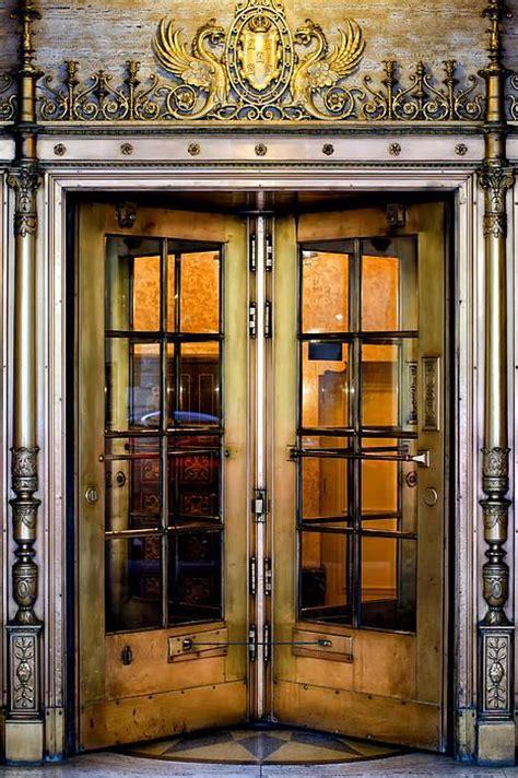the door restaurant new york 1000 images about revolving doors on nyc