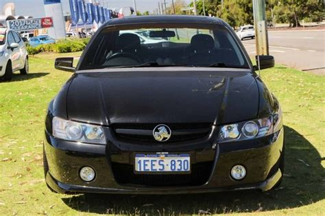 holden commodore vz ss  black  speed automatic