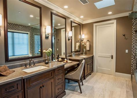 Master Bathroom Vanity With Makeup Area by Spacious Neutral Master Bathroom With Vanities And