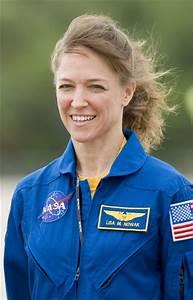 Lisa Nowak Photos Photos - Space Shuttle Discovery Crew ...