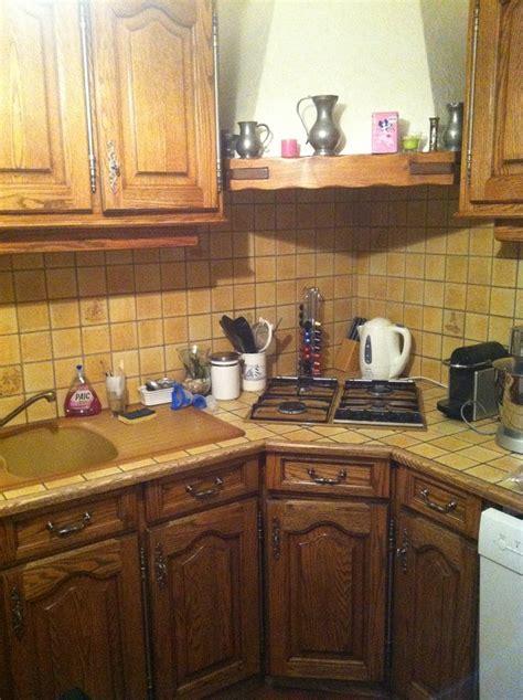 blanchir en cuisine eclaircir une cuisine en chêne foncé ciré teint dans la