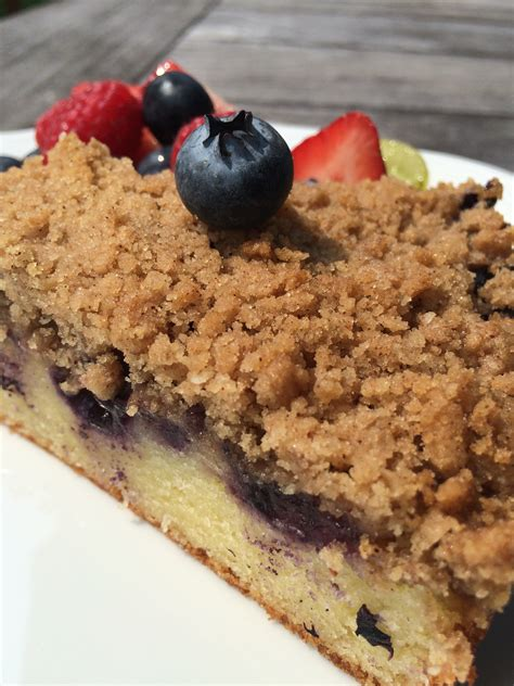 It's important to note that crumble topping does not have oats in it, and neither does the topping of my blueberry buckle. Blueberry Crumb Coffee Cake - Quick Chick Kitchen