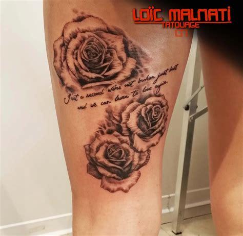 tatouage de rose en noir  blanc