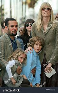 Laura Dern With Ben Harper And Children At The Induction ...