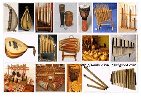 Gendang melayu merupakan alat musik tradisional khas suku melayu, khusunya di sumatera utara dengan jenis bunyi mebranofon. Gambar 35 Alat Musik Tradisional Indonesia Nama Gambar Asal Kepulauan Riau di Rebanas - Rebanas