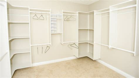 paint colors for closets choosing the best paint color for your closet walk in