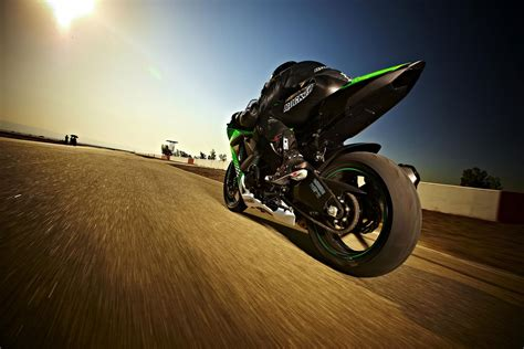 Kawasaki Zx10 R Backgrounds by New Carz And Bikes 2010 Kawasaki Zx 10r Wallpapers