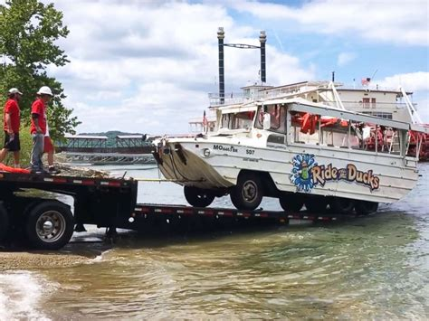 Duck Boat Tours Tragedy by Jackets Hang From Duck Boat Canopy As Investigators