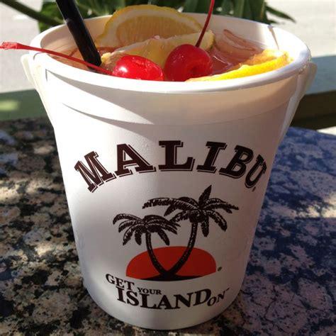 White creme de menthe, malibu rum, white creme de cacao, mint sprig. Pin by CityTropics Bistro on Cocktails | Luau drinks ...
