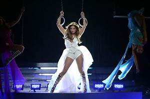 Jennifer Lopez heated up the stage during her performance ...